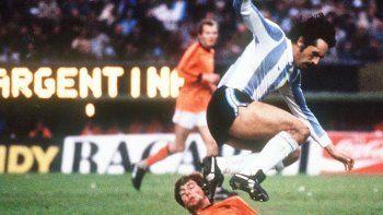 Luque nació el 3 de mayo de 1949 en la provincia de Santa Fe.Su debut profesional fue a los 23 años en Rosario Central de esa provincia. Tras un paso por Unión llegó a River Plate en 1975 y debutó con un gol en un clásico ante Boca Juniors.