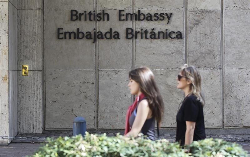 Vista del exterior de la Embajada Británica en Buenos Aires. El Gobierno argentino convocó el jueves al embajador británico