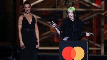 En el apartado internacional, los Brit premiaron a Billie Eilish y a Tyler The Creator como Mejor Artista Femenina y Mejor Artista Masculino, respectivamente.