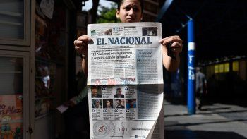 El Nacional, emblemático diario fundado en 1943, dejó de circular en edición impresa en diciembre de 2018 tras 75 años de historia, incluidas dos décadas de choque con los gobiernos de Hugo Chávez (1999-2013) y su sucesor, Maduro.