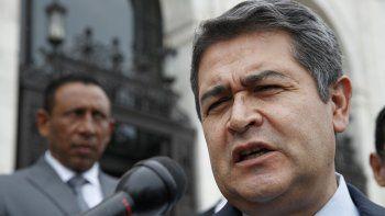 El hermano y un primo del presidente hondureño, Juan Orlando Hernández,enfrentan juicios en una Corte de New York por tráfico de drogas. La elección del mandatario en 2009 ha sido señalada de recibir presuntamente fondos del narcotráfico para su campaña, algo que Hernández niega.