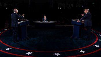 El presidente de los Estados Unidos, Donald Trump (derecha), y el candidato presidencial demócrata Joe Biden participan en el primer debate presidencial en la Case Western Reserve University, en Cleveland, Ohio, el 29 de septiembre de 2020.
