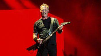 En esta imagen del 13 de octubre de 2018, James Hetfield, vocalista de Metallica, durante una actuación en el segundo día del segundo fin de semana del Festival Musical Austin City Limits, en Austin, Texas.