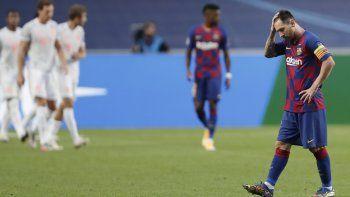 Lionel Messi, capitán del Barcelona, se muestra pensativo luego de quedar eliminado en la Champions de 2020 por una goleada que les propinó el Bayern.