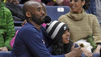 Fotografía del 2 de marzo de 2019 de Kobe Bryant y su hija Gianna, quienes fallecieron en un trágico accidente en enero de 2020. Kobe brilló en la NBA igual que su padre, Joe Jellybean Bryant.