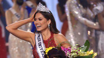 En esta foto de archivo, la señorita México Andrea Meza es coronada como Miss Universo 2020 en el escenario del certamen de Miss Universo 2020 en el Seminole Hard Rock Hotel & Casino el 16 de mayo de 2021 en Hollywood, Florida.