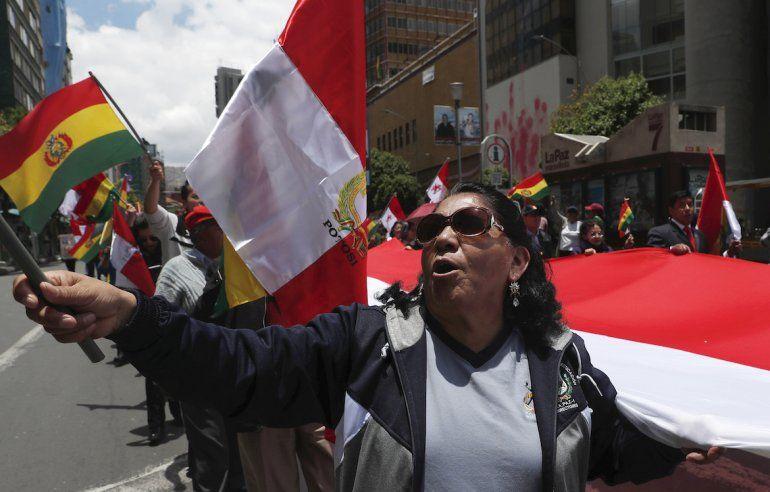 Manifestantes antigubernamentales marchan contra la reelección del presidente Evo Morales en La Paz