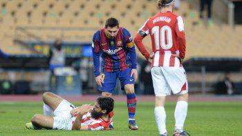 Messi fue expulsado en el último minuto de la prórroga de la Supercopa de España, que el Barcelona perdió 3-2 ante el Athletic Bilbao, al ver la roja directa por dar un manotazo a Asier Villalibre, probablemente llevado por la frustración