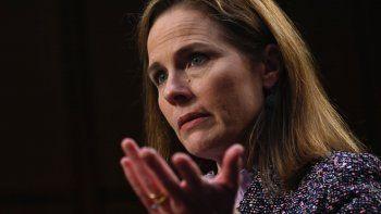 La jueza Amy Coney Barrett, de 48 años, enfrentó casi 20 horas de preguntas de los senadores durante el proceso de confirmación para ocupar la vacante en el Tribunal Supremo.