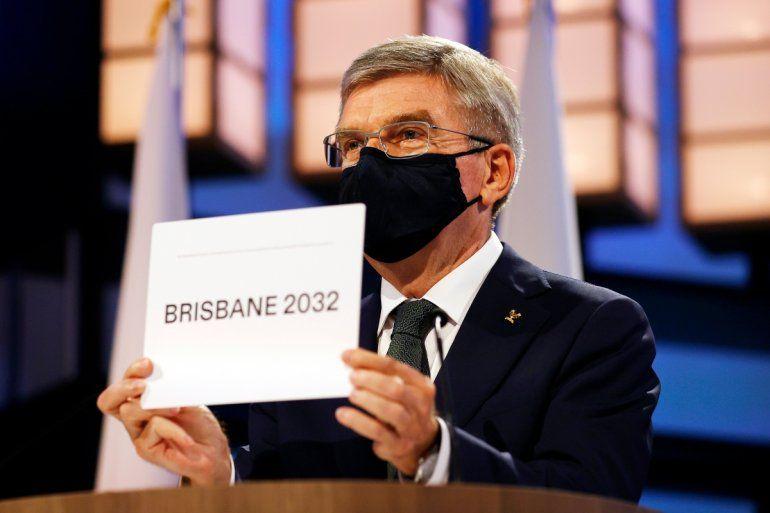 El presidente del COI Thomas Bach anuncia a Brisbane como la sede de los Juegos Olímpicos de 2032 durante la sesión del Comité Olímpico Internacional
