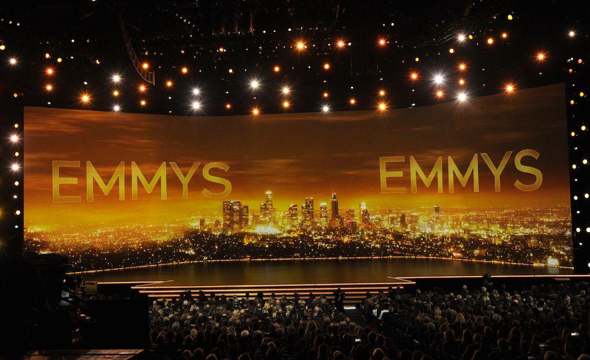 En esta foto del 22 de septiembre de 2019, el escenario durante la ceremonia de entrega de los Premios Emmy en Los Angeles. La 73ra entrega de los premios a lo mejor de la TV será el 19 de septiembre de 2021.