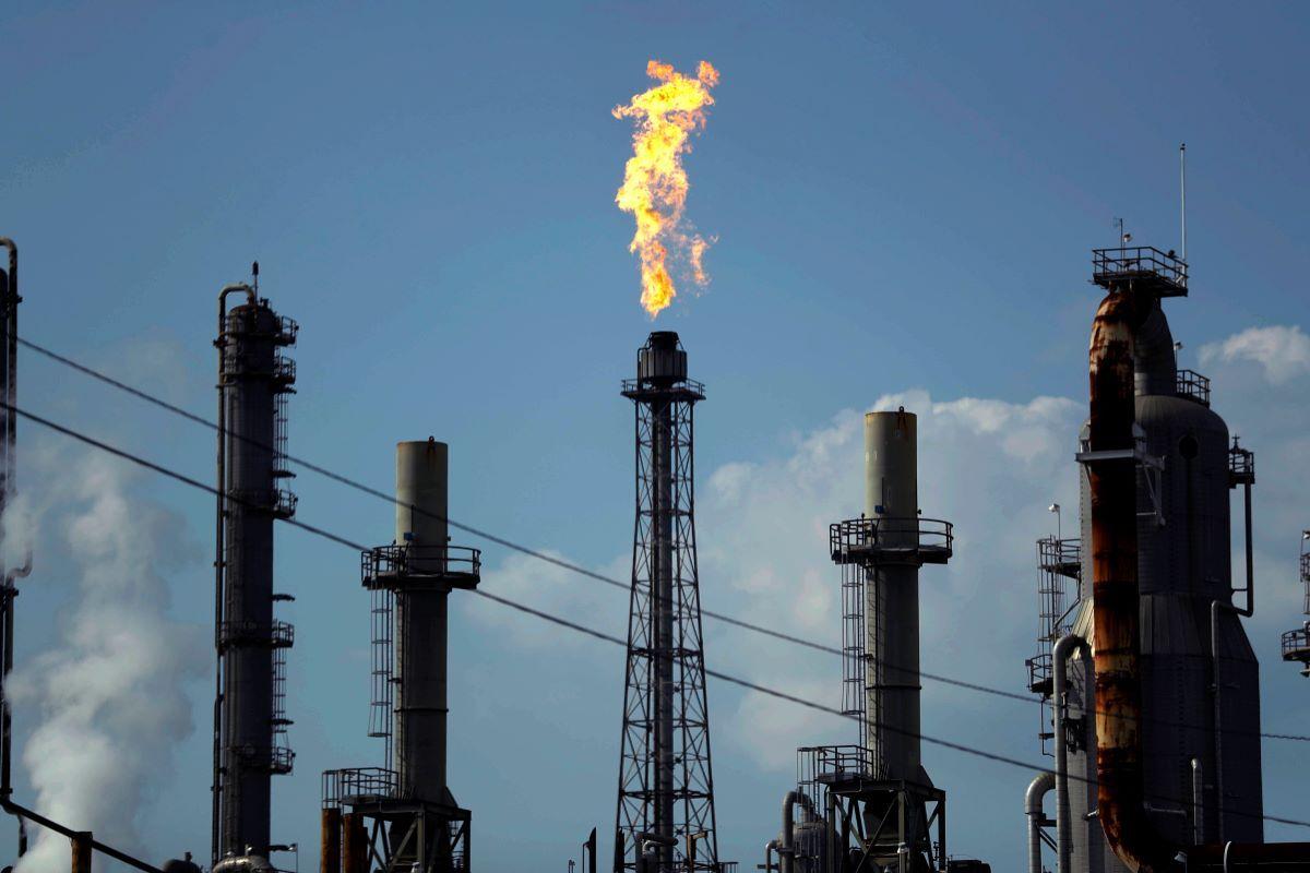 Imagen de una refinería de petróleo.