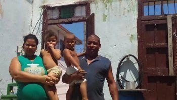 Imagen que ilustra un reportaje de la prensa independiente en Cuba, en el que argumentan sobre cómo el gobierno cubano niega ayuda a damnificado del huracán Irma por ser disidente, aun teniendo a su familia en estas condiciones paupérrimas.