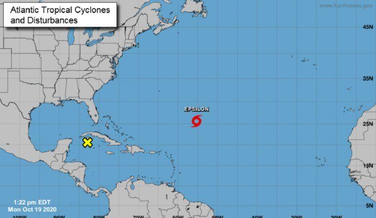 Epsilon a punto de convertirse en huracán rumbo a Bermudas