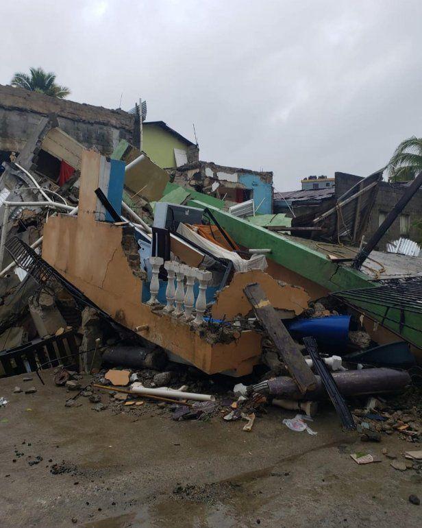 Así quedó una de las viviendas del sector La Yuca en los Ríos. El presidente Luis Abinader recorrió este sector el domingo para evaluar los daños y anunció reconstrucción de viviendas destruidas por Laura.
