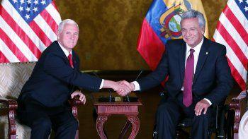 El presidente de Ecuador, Lenín Moreno (d), recibe al vicepresidente estadounidense,MikePence(i), en el Palacio de Carondelet hoy, jueves 28 de junio de 2018, en Quito (Ecuador).