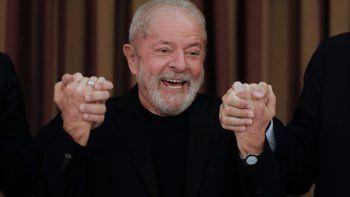 En esta foto de archivo tomada el 18 de febrero de 2020, el expresidente de Brasil, Luiz Inácio Lula da Silva, aparece durante una reunión con diputados y senadores del Partido de los Trabajadores (PT) en Brasilia. El expresidente brasileño Luiz Inácio Lula da Silva fue diagnosticado con Covid-19 a su llegada a Cuba en diciembre de 2020 y fue puesto en cuarentena en la isla, de donde regresó curado el 20 de enero de 2021, reveló el Instituto Lula el 21 de enero.